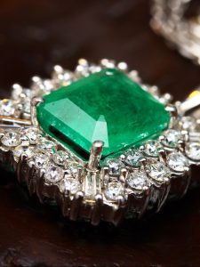 Emerald and diamond pendant necklace jewelry valuation